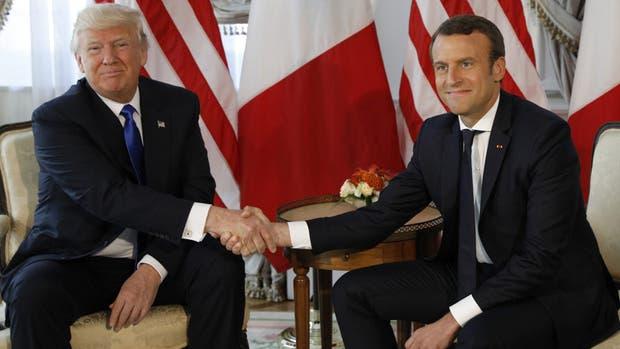 ¿Qué pasó entre Trump y Macron cuando se dieron la mano por primera vez?