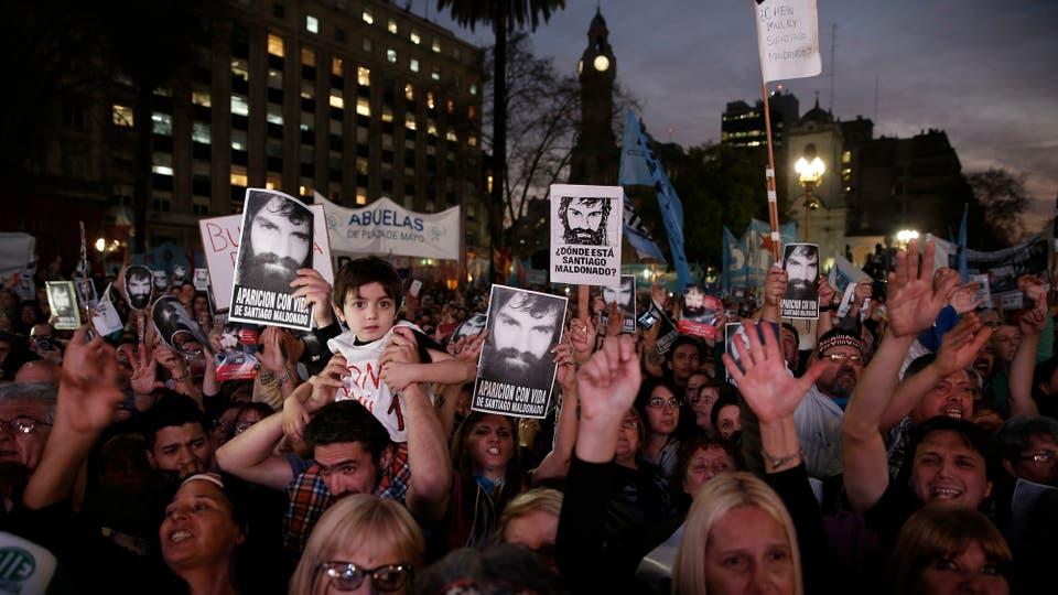 Miles de personas se concentran en Plaza de Mayo por la aparición con vida de Santiago Maldonado. Foto: LA NACION / Santiago Filipuzzi