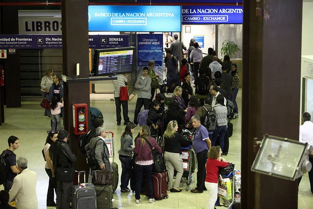 Las compras de dólar turista se autorizan como máximo 7 días antes del viaje