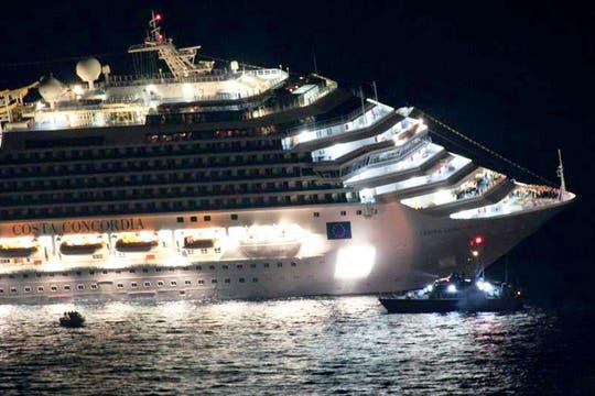El barco había zarpado desde el puerto de Civitavecchia, cerca de Roma, en dirección a Savona. Foto: EFE