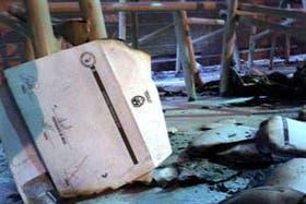 Los restos de las urnas quemadas en la elección del domingo en Tucumán