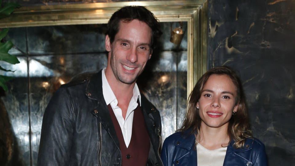 En buena compañía. Gonzalo Valenzuela y su novia María Gracia Omegna disfrutaron de la noche porteña
