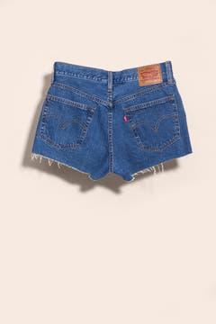 Short de jean desflecado (Levi's).