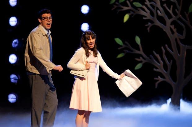 Finn y Rachel en una escena en Glee