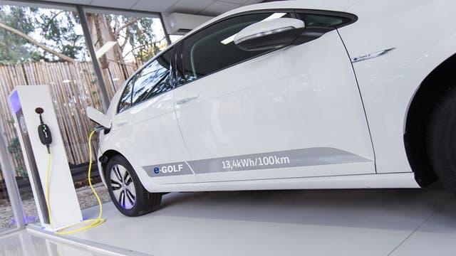 YPF pondrá cargadores para autos eléctricos