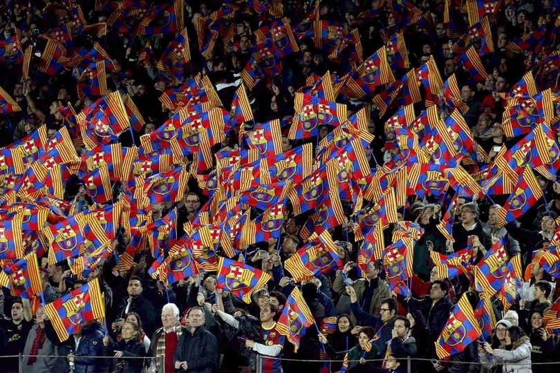 Postal de los hinchas de Barcelona. Foto: AFP
