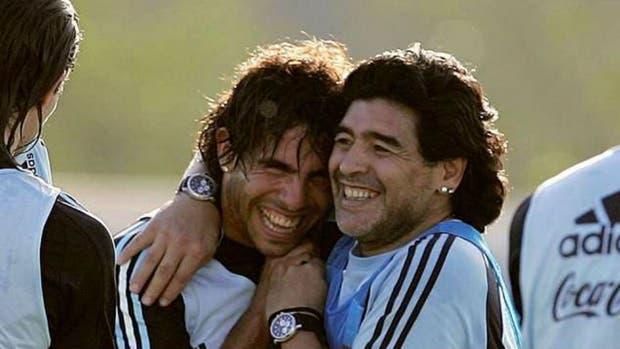 Diego y Tevez, cuando compartieron momentos en la selección