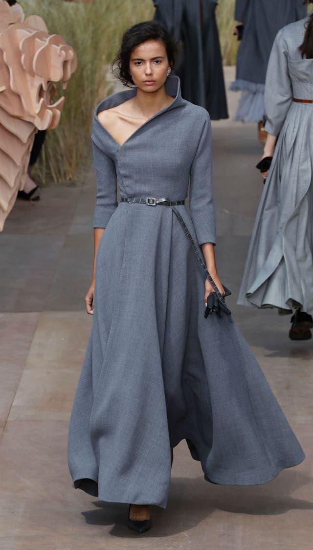 Los vestidos de Dior, de corte racional e impecable factura