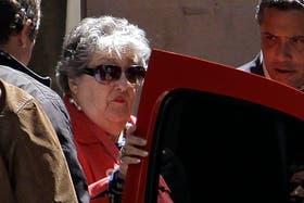 Hebe de Bonafini al salir de los tribunales luego de declarar ante el juez Oyarbide
