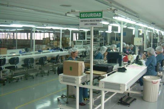 El centro de producción de la firma Alcatel en Tierra del Fuego. Foto: Gentileza Alcatel