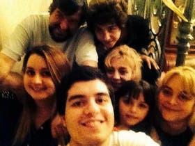 Maximiliano Yacobucci festejando su cumpleaños junto a su familia