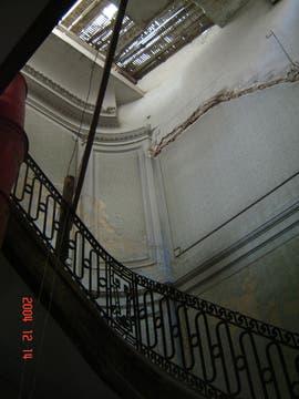Este era el estado original de la escalera previa a las reformas. Foto: LA NACION LINE