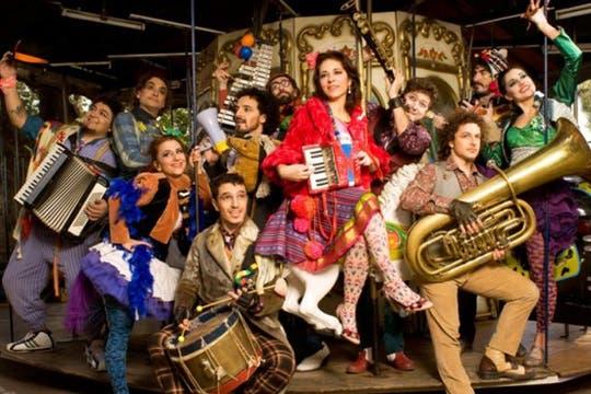 Hey!, un espectáculo musical para toda la familia realizado por Mariana Cincunegui y Babel Orkesta. En el Konex.. Foto: Débora Lachter y asociados