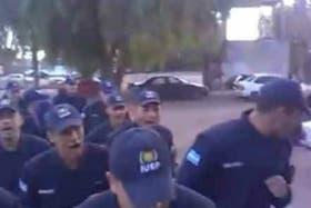 Cadetes de la Policía de Mendoza realizan cantos xenófobos y amenazantes contra chilenos