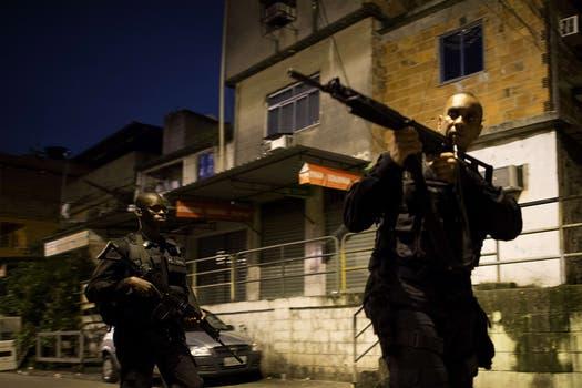 En Río de Janeiro más de 1500 efectivos desalojaron a traficantes de drogas; buscan garantizar la seguridad de turistas durante el mundial y las Olimpiadas. Foto: AFP
