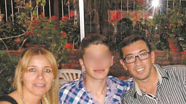 Romina Aguilar y Diego Lorenzetti junto a su hijo de 15 años