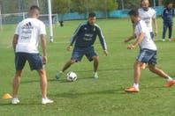Martín Demichelis y Javier Pinola se perfilan como la dupla central ante Bolivia
