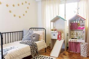 Un cuarto infantil inspirado en las casitas de muñecas