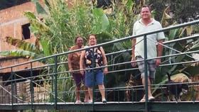 El puente, construido bajo la iniciativa de Manoelina dos Santos, Juracy da Conceição y Adalto José Soares, ahorra a los vecinos 2 kilómetros de camino para llegar a la zona comercial.