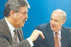 Julio De Vido y Roberto Lavagna, ayer, al hacer los anuncios en la Casa de Gobierno