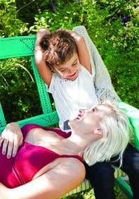 Embarazada de cinco meses y medio, Brenda Gandini posa por primera vez con su hijo Eloy