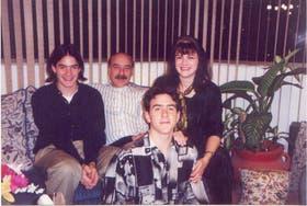 Los argentinos Héctor y Ethel Arber, con sus hijos mexicanos, Hernán y Julián