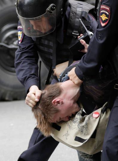 Algunos activistas denunciaron en las redes sociales violencia y maltratos a los detenidos en comisarías. Foto: Reuters