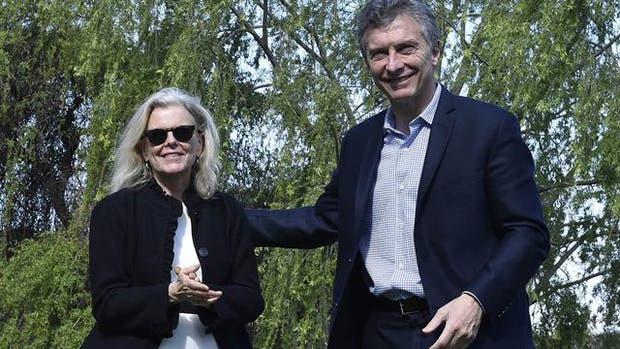 El año pasado, Macri firmó la aceptación de tierras de manos de Kristine Tompkins