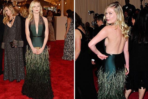 Kirsten Dunst, con un vestido con escote profundo y pelo, de Louis Vuitton. Foto: AP, AFP y Reuters