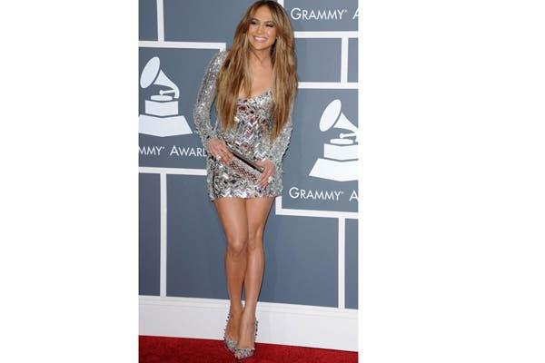 Jennifer Lopez usa un polvo auto bronceante que le deja las piernas perfectas. Foto: Corbis
