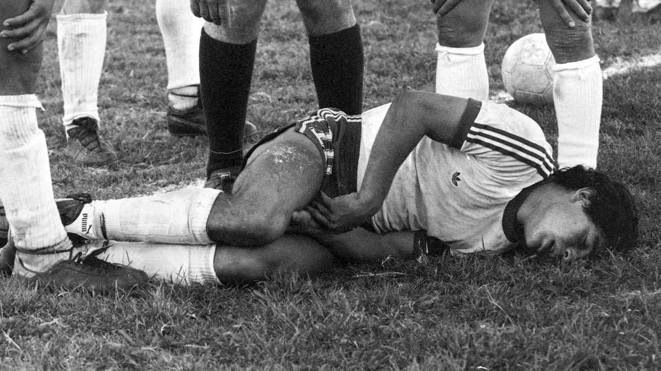 11-11-1979: áspero duelo contra Colón en la cancha de Atlanta; ganó Argentinos 3 a 0. Foto: LA NACION