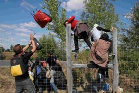 Miles de migrantes se dirigen a Europa