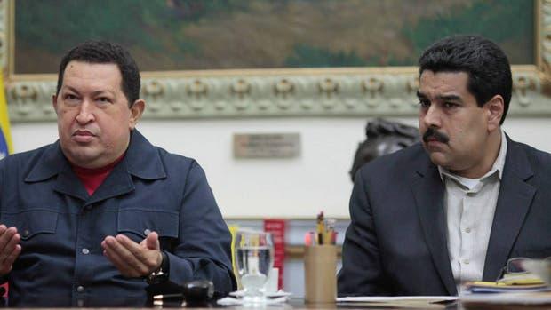 Hugo Chávez, junto a Nicolás Maduro