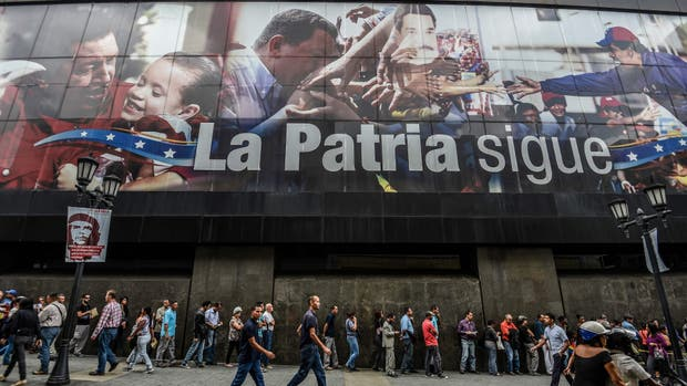 Desplome: Venezuela cae a niveles de una economía de guerra