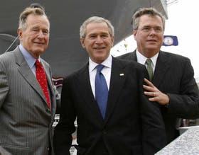 George H.W., George W. y Jeb Bush, en un encuentro en 2009