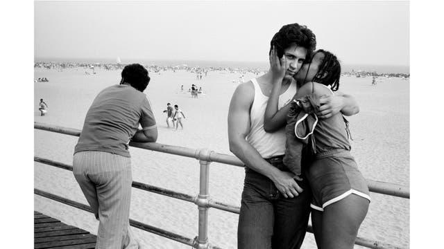 Una pareja en Coney Island, en 1981