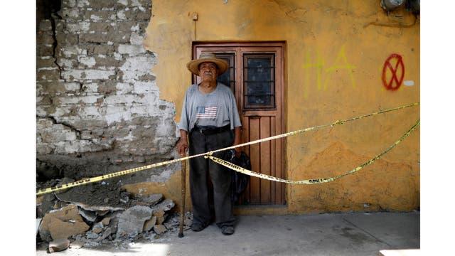 Luis García, de 79 años, albañil, en su casa en Jojutla de Juárez