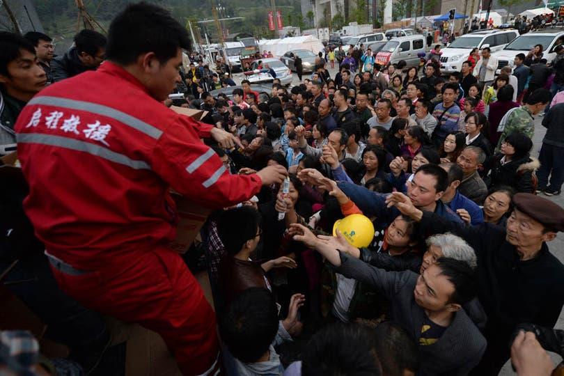 Por lo menos unas 10.000 viviendas resultaron destruidas o seriamente dañadas durante el sismo. Foto: AFP