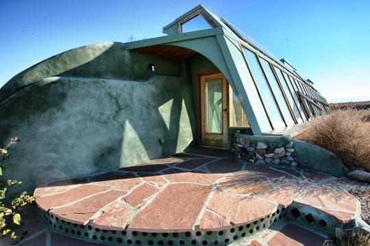 Una de las casas sustentables que construyó el equipo de Reynolds. Foto: LA NACION / Gentileza fundación Michael Reynolds