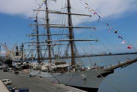 La Fragata Libertad va a cumplir dos meses retenida en el puerto en Ghana