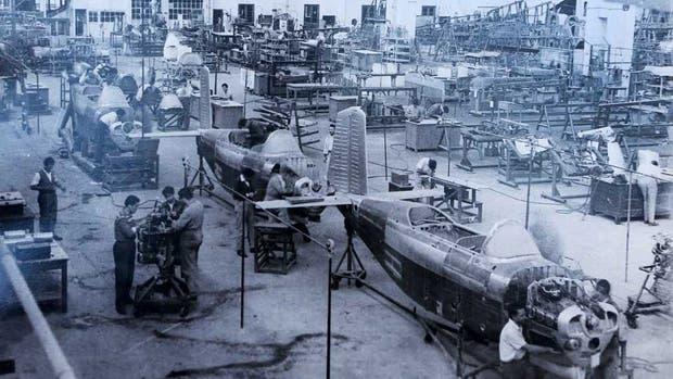Producción de la línea de aviones B-45 Mentor en los años 60, época dorada de una fábrica que era un ejemplo