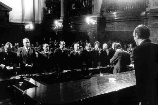 Lambruschini, Galtieri, Agosti, Videla, Graffigna,  Anaya, Lami Dozo,  Viola y Massera, miembros de las Juntas Militares, en el histórico juicio (1985). Foto: Archivo