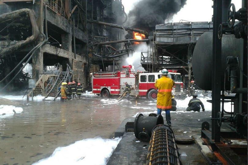 Incendio contenido en la planta YPF de Ensenada