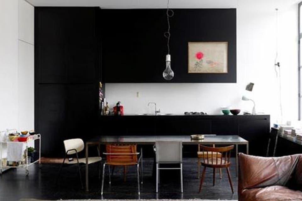 Cocinas en negro: propuestas sobrias con mucha personalidad