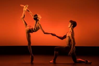 """Extremadamente delgada, la bailarina italiana Vittoria Valerio hizo con su par de La Scala Claudio Coviello el premiado pas de deux """"Caravaggio"""" de Mauro Bigonzetti"""
