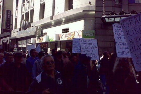 Grupos de apoyo a la Presidenta, por todo el centro. Foto: lanacion.com / @msolamaya
