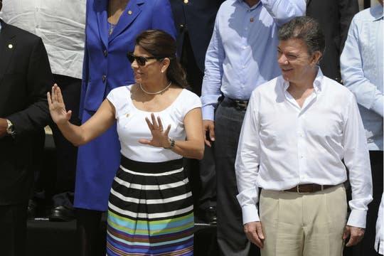 Los presidentes de Costa Rica, Laura Chinchilla, y Colombia, Juan Manuel Santos este domingo. Foto: EFE