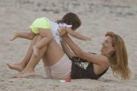 Griselda y Margarita, las chicas de Adrián Suar hacen piruetas bajo el sol