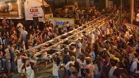 """Presentaron el """"salame más largo del mundo"""" en Tandil"""