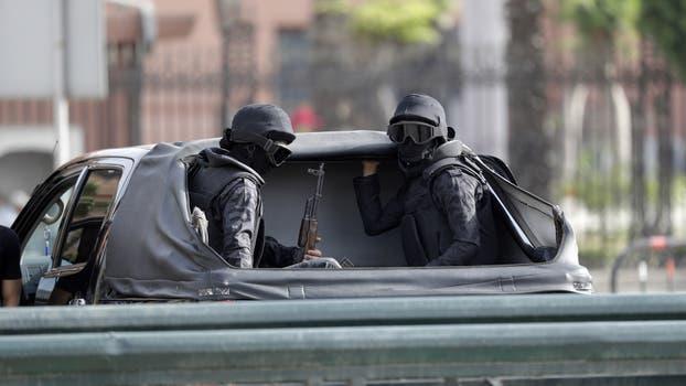 En un clima de estado de sitio, con máximas medidas de seguridad, Francisco celebró una homilía ante 15.000 personas en las afueras de El Cairo. Foto: AP / Gregorio Borgia